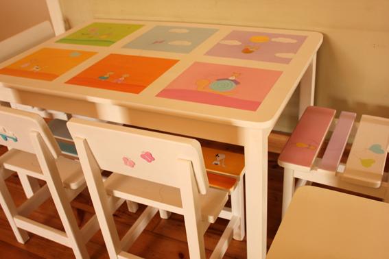 שולחן וכסאות מעוצבים לילדים - 6 חלונות צבעוניים 5