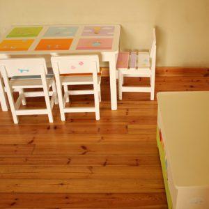 שולחן וכסאות מעוצבים לילדים - 6 חלונות צבעוניים 7
