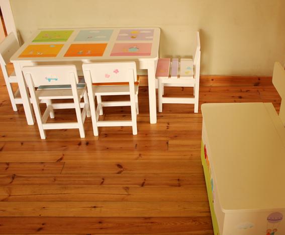 שולחן וכסאות מעוצבים לילדים - 6 חלונות צבעוניים 3