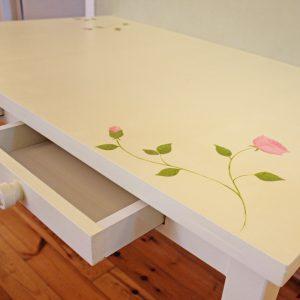 שולחן כתיבה מעוצב לחדר ילדות 6