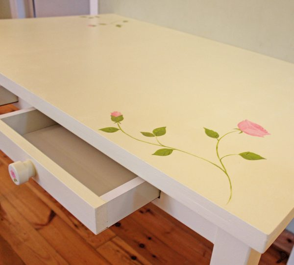 שולחן כתיבה מעוצב לחדר ילדות 3