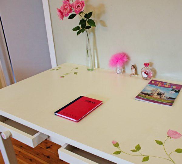 שולחן כתיבה מעוצב לחדר ילדות 2