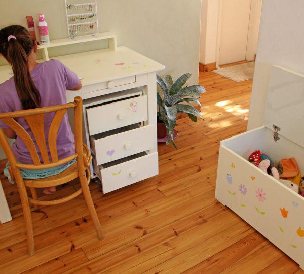 שולחן כתיבה מעוצב לילדות + יחידת מגירות מעוצבת 5