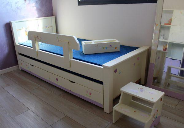 מיטה לחדר ילדים מעץ מלא בעיצוב מקורי 3