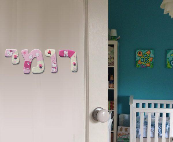 אותיות מעוצבות לדלת חדר ילדות. הלו קיטי. 2