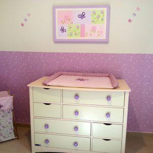 חדר ילדות מעוצב: גווני סגול - פרפרים ופרחים