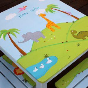 שולחן וכסאות מעוצבים לילדים - דינוזאור,גירפה ופיל בטבע