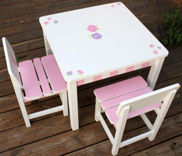 שולחן וכסאות לחדר ילדים - שושנים - לורה אשלי