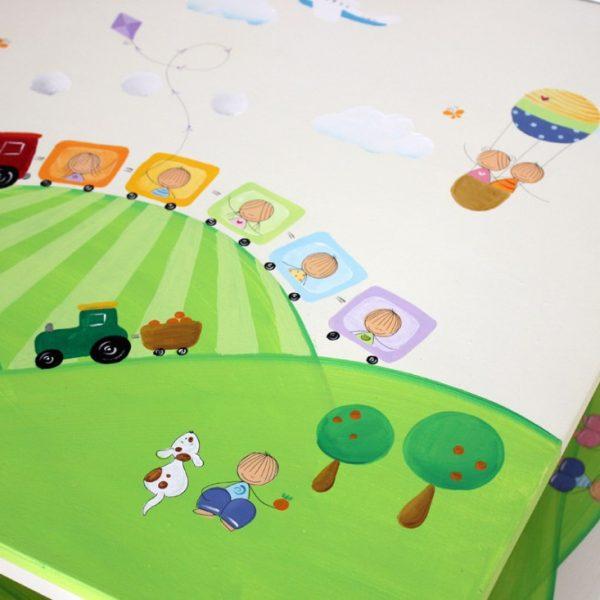 שולחן וכסאות מעוצבים לילדים - רכבת צבעונית בעמק