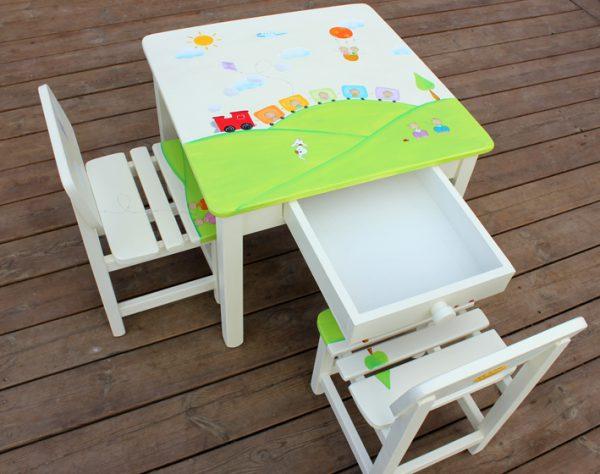 שולחן וכסאות מעוצבים לילדים - רכבת צבעונית בין ההרים
