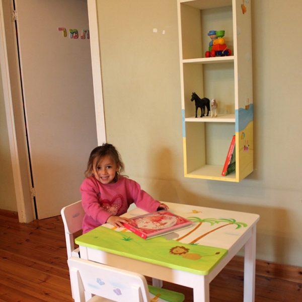 חדר ילדים בעיצוב רכבת צבעונית