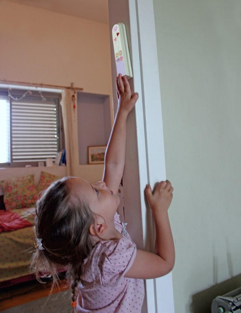 מזוזה לחדר ילדות – ילדות מתוקות