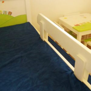 מיטה מעץ מלא לחדר ילדים. עיצוב: רכבת החיות