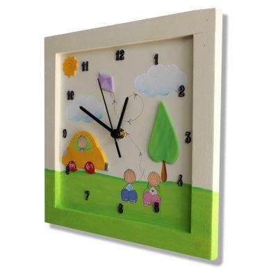 שעון לחדר ילדים ילדה וילד בטבע