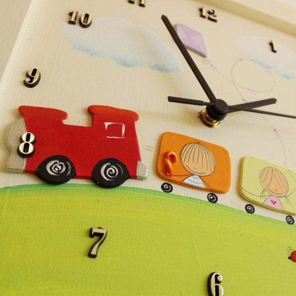 שעון לחדר ילדים רכבת צבעונית
