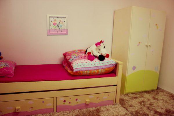 שעון קיר לחדר ילדים פיות עם לבבות