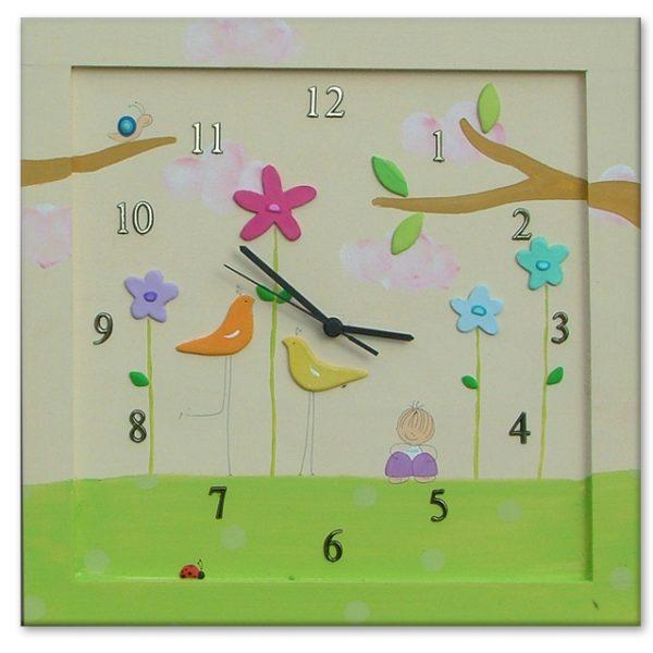 שעון לחדר ילדות - ילדה עם ציפורים