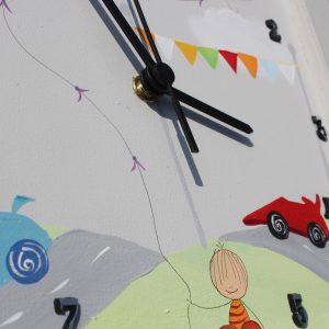 שעון לחדר ילדים מכוניות מרוץ