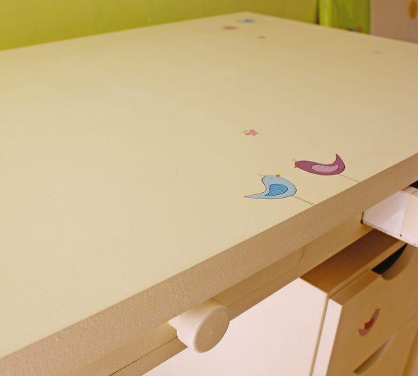שולחן כתיבה מעוצב לילדים + יחידת מגירות מעוצבת