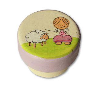 ידית מעוצבת - ילדה עם כבשה