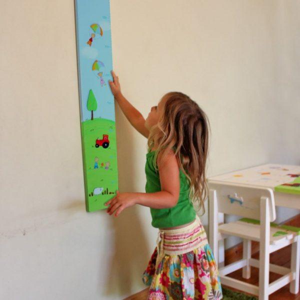מד גובה לחדר ילדים – טרקטור ומצנחי רחיפה