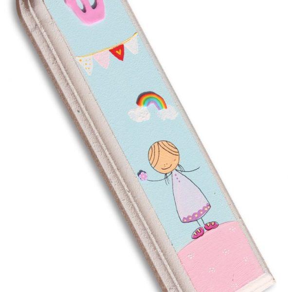 מזוזה לחדר ילדים - ילדה יפה בגווני פסטל