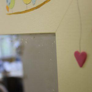 מראה לחדר ילדות – גווני סגול, לילך, ורוד