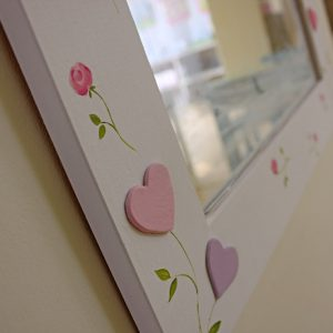 מראה לחדר ילדות – ציפורי שיר ושושני לורה אשלי