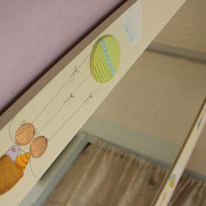 מראה לחדר ילדים – כדורים פורחים וקשת צבעונית