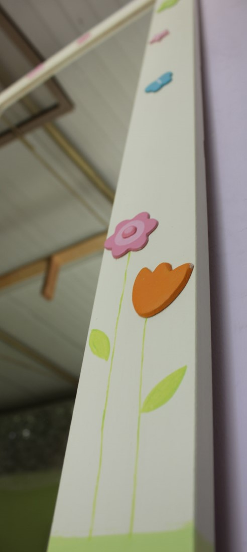 מראה מעוצבת – פרפרים צבעוניים