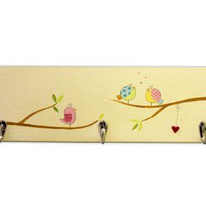 מתלה מעץ לחדר ילדים בעיצוב ציפורים