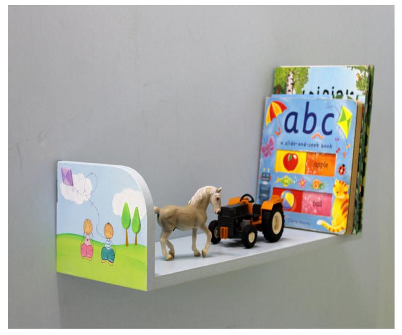 מדף לילדים בעיצוב ילדים מאושרים