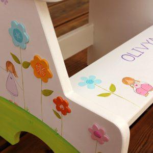 שרפרף מדרגה מעץ לחדר ילדות - גווני פסטל