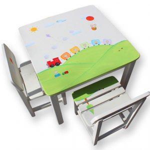 שולחן וכסאות לילדים - ילד עם רכבת וכדור פורח
