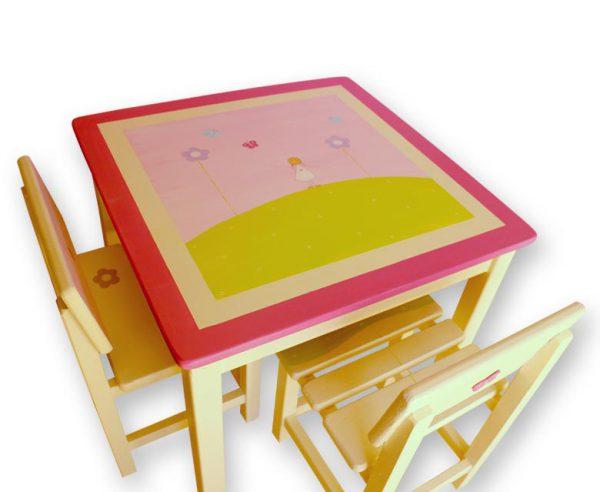 שולחן וכסאות לחדר ילדים - ילדה יפה בשמלה לבנה