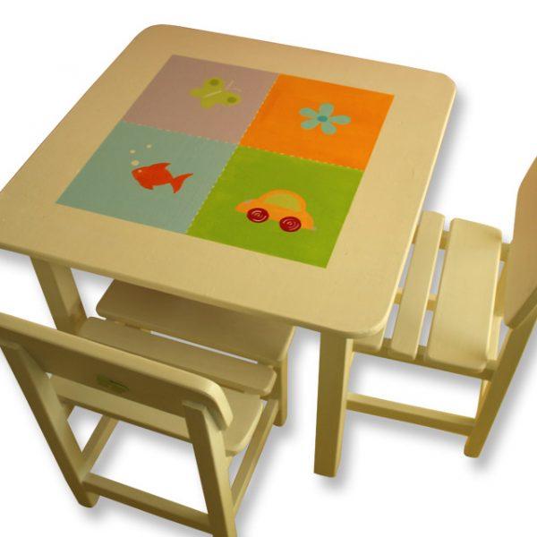 שולחן וכסאות לחדר ילדים - אובייקטים צבעוניים