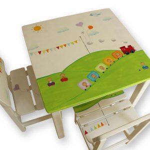שולחן וכסאות מעוצבים לילדים - רכבת ודגלונים צבעוניים