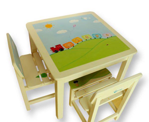 שולחן וכסאות מעוצבים לילדים - רכבת צבעונית מטיילת