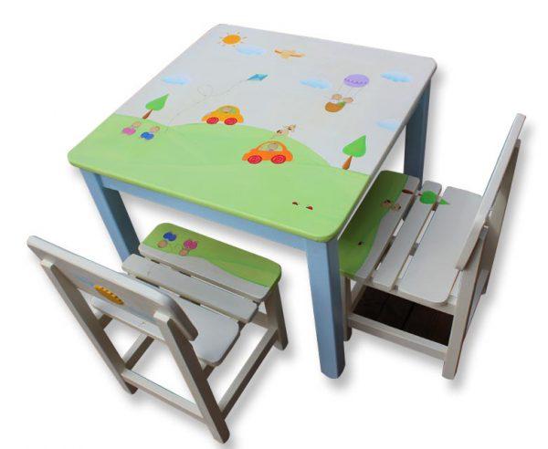 שולחן וכסאות לחדר ילדים - מכוניות וכדורים פורחים