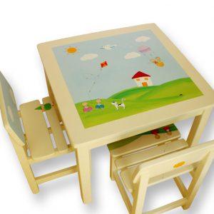 שולחן וכסאות לילדים - ילדים ובית בכפר