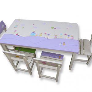 שולחן וכסאות מעוצבים לילדים - ילדות עם פרחים ולבבות