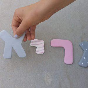 אותיות לחדר תינוקות בגווני ורוד/אפור/לבן 4