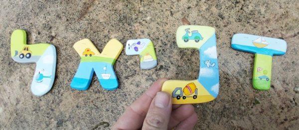 אותיות לחדר ילדים בעיצוב כלי תחבורה 4