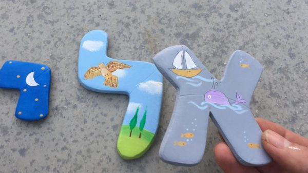 אותיות בסגנון בעלי כנף וחיות המים לחדר ילדים 1