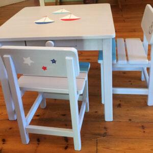 שולחן וכסאות אפורים. דגם: סירות בים 5