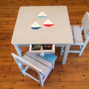 שולחן וכסאות אפורים. דגם: סירות ודגים 5