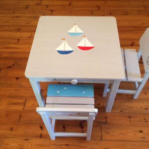 שולחן וכסאות אפורים. דגם: סירות בים 7